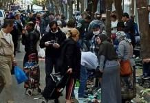 Τα μέτρα και τα πρόστιμα είναι μόνο για τους Έλληνες- Το παράνομο παζάρι στο κέντρο της Αθήνας