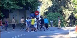 Εγκαταλείπουν τη Μαλακάσα οι κάτοικοι - Άγριες οδομαχίες μεταναστών