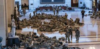 """ΗΠΑ: Πρωτοφανείς εικόνες στο Καπιτώλιο – Άνδρες της Εθνοφρουράς το έκαναν """"στρατώνα"""""""