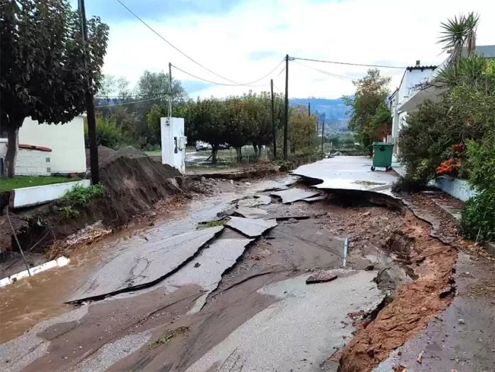 Εγκλωβισμένα άτομα, πλημμυρισμένα σπίτια & ισοπεδωμένοι δρόμοι στην Αγία Άννα (Εικόνες)