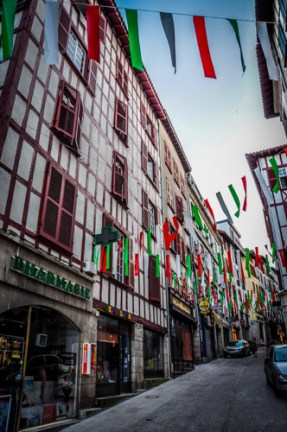 The houses to the Nive are great examples af Basque architecture