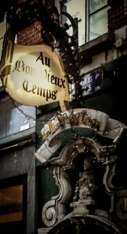 Au Bon Vieux Temps is a cosy 17th century bar tucked away in the centre of Bruxelles