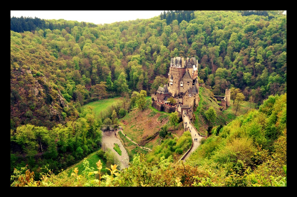 The MoselSteig long-distance trail encounters Burg Eltz on stage 20