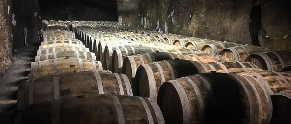 france-loire-wine-barrels
