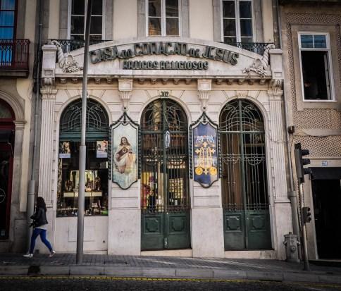Casa Coração de Jesus sells religious items
