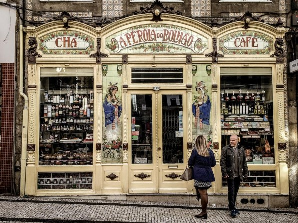At A Pérola do Bolhão you can purchase port, sardines, olive oil and everything in between