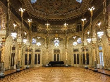 Surprising interior at the old Stock Exchange in Porto: Palácio da Bolsa
