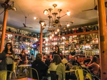 Try the 2,5€ brunch at Galeria de Paris with the museum-like interior