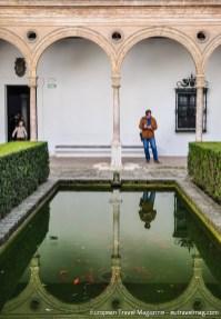 The peaceful Patio de Levíes in the Casa del Asistente