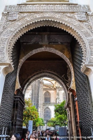 The original Moorish Puerta del Perdón leads to the courtyard and is one of the few remains from the 12th century mosque