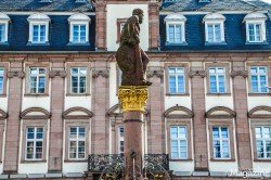 """""""Herkulesbrunnen"""" - Hercules fountain in front of the Town Hall"""