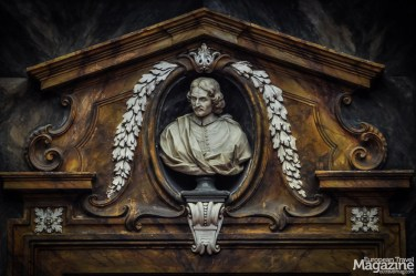 A bust of Francesco Marucelli urges the readers to silence and assiduity