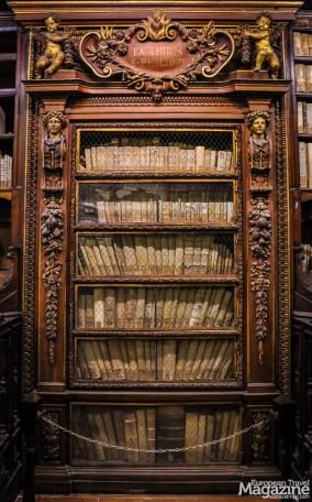 Stop to appreciate the book collection of Filippo Neri himself