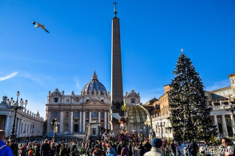 In December, the square contains a huge Christmas tree and a Nativity scene