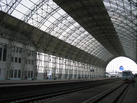 Moscow_Kievsy_Rail_Station_glass_and_steel_roof_473_355-3597