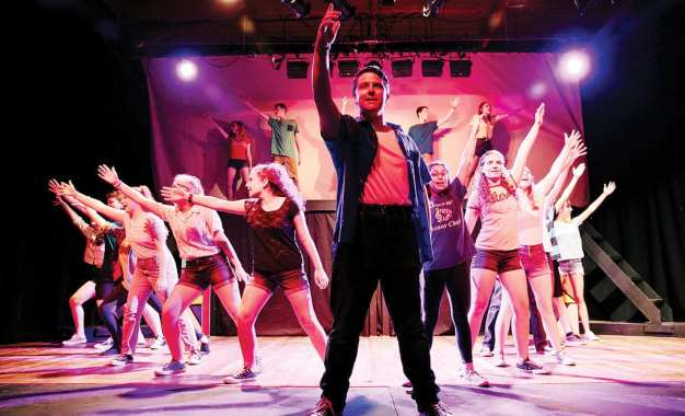 Theater review – Happy feet: Youthful cast performs a carefree 'Footloose'