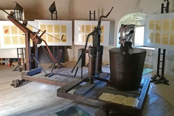 museo-armi-roccascalegna-castello-roccascalegna-castelli-abruzzo-borghi-abruzzo-Abruzzo-Italia-Italy