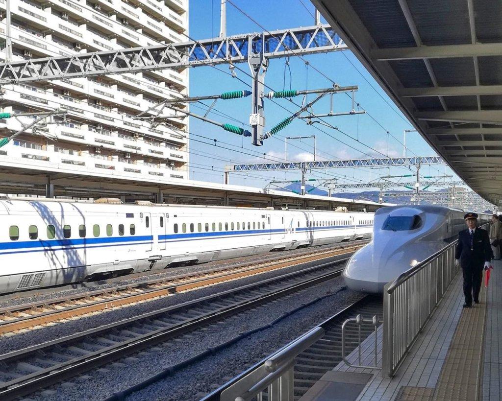 shinkansen-treno-giapponese-treno-superveloce-Giappone-Japan-Asia