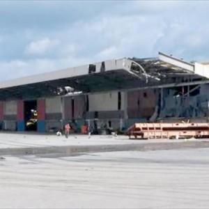آثار قصف مستودع النقلية في ميناء مصراته