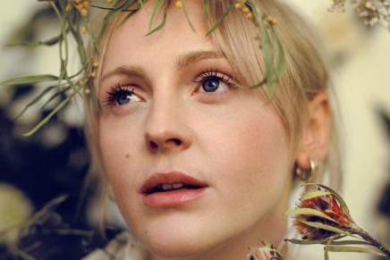 """Laura Marling – """"Wild Fire"""" (Official Lyric Video)"""