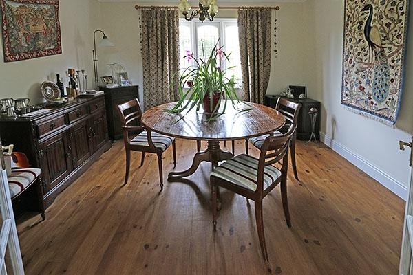 Extending Farmhouse Table