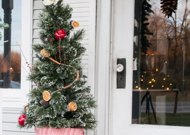 colonial tree with orange garland