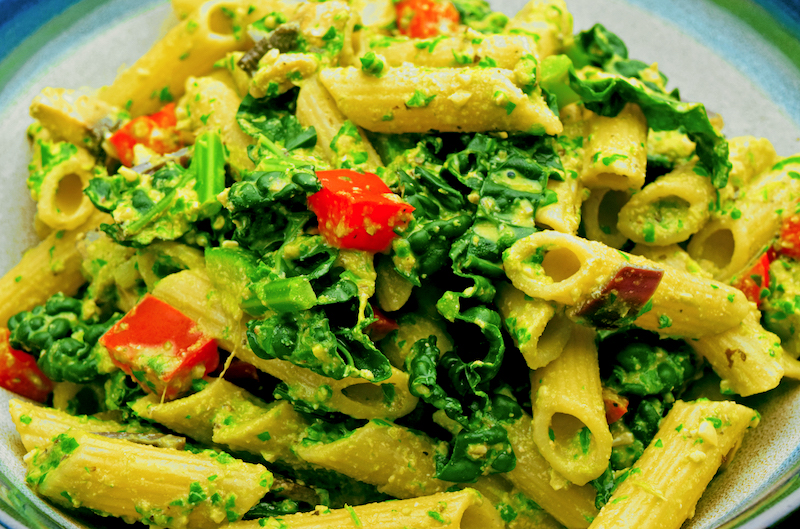 Kale and Pine Nut Pesto Pasta [Vegan Recipe]