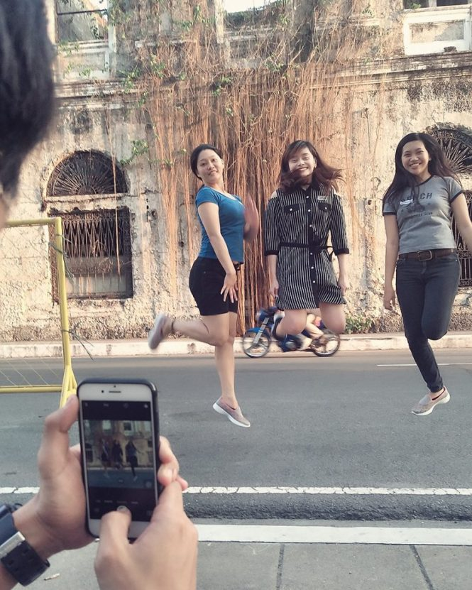 Walking Mobile Photography Tour in Intramuros with Skechers GoWalk