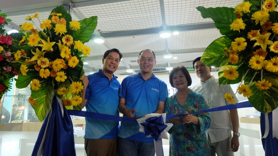 Asus in Iloilo Opens First Zenfone Concept Store in Visayas