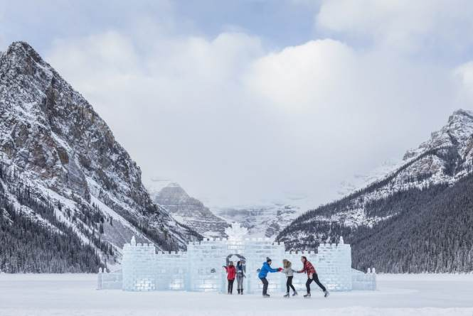 5 of the World's Most Beautiful Ice Rinks