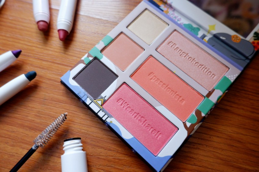 On-the-go palette Amway Studio Bangkok Edition makeup line