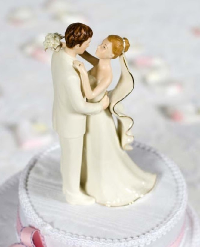 Bride and Groom Figurine Cake Decorations