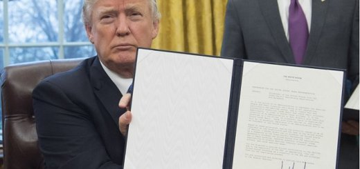 Donald Trump Signs Executive Order to Stop Separation of Families at Border