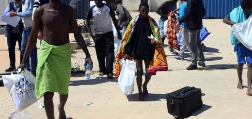 About 200 Migrants Rescued by Libyan Navy.. Recovers 30 Corpses