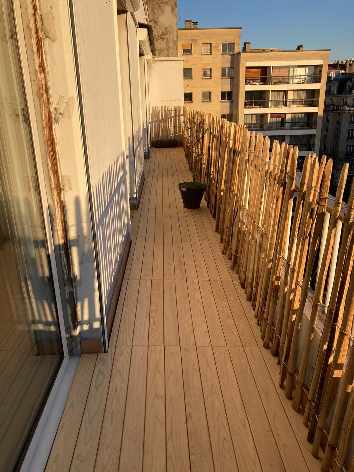 realisation terrasse clipsable pour balcon en cedre