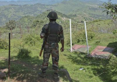 An Indian army soldier guards near fencing on the line of control near Balakot sector in Poonch, Jammu and Kashmir, India, 17 August 2015.  Talks between India and Pakistan have done little to prevent ceasefire violations.  (Photo: AAP)