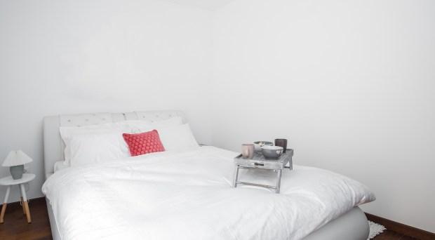 Oftentimes the bedroom gets overlooked when it comes to artwork, say Melissa Warner Rothblum and Julie Massucco Kleiner of Massucco Warner Miller. (Dreamstime/TNS)