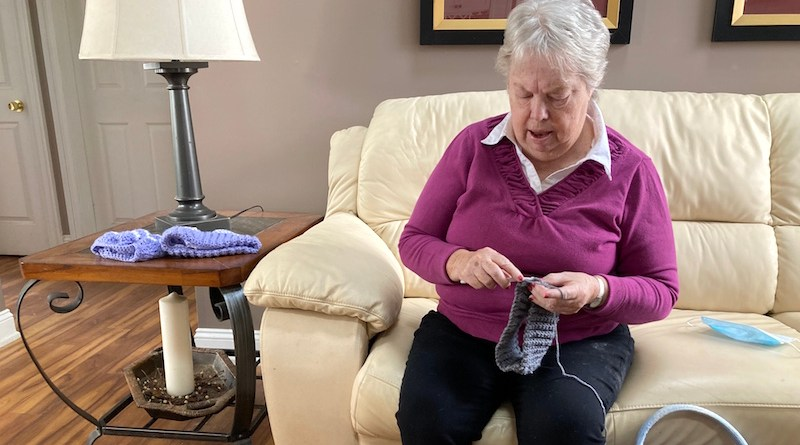 Elaine Rauer crochets