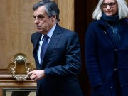 In court Penelope Fillon discreetly under fire