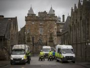 A man with a bomb arrested at the Scottish residence of Elizabeth II Buckingham palace