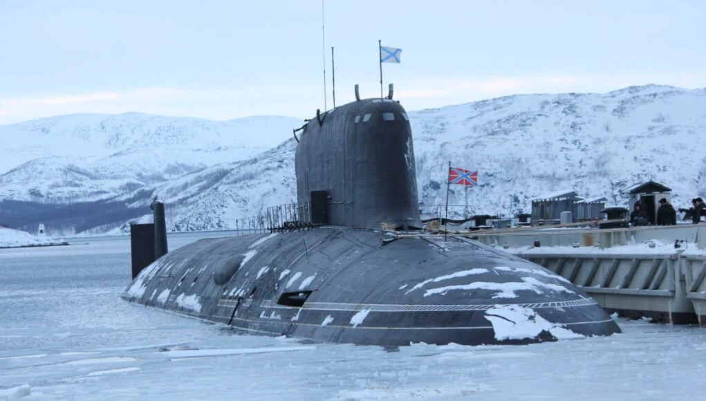 Russian submarine carrying 3 nukes in Arctic