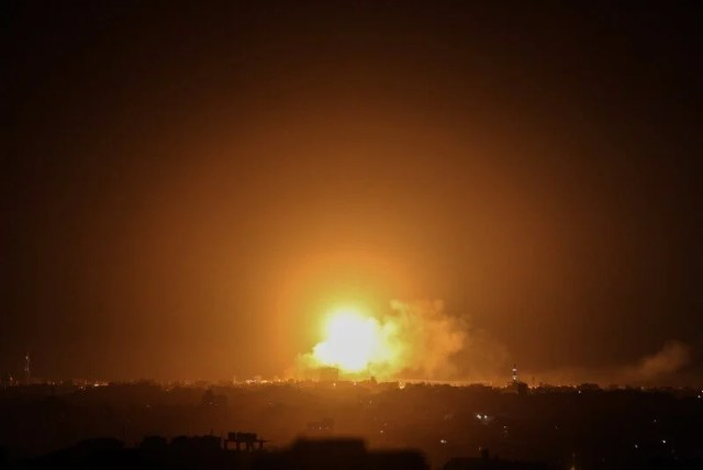The Israeli army bombed targets in the Gaza Strip