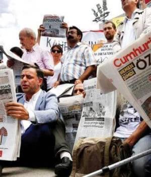 TURKEY-JOURNALISTS-CARD-ISSUE