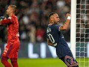 Neymar scores the first goal for Paris Saint-Germain against Lyon from a penalty kick