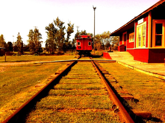 GeorginaPioneerVillageTrainTracksEGShines2