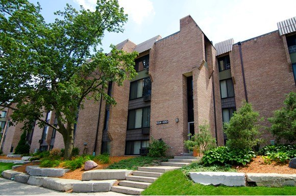 Cedar Village Apartments In East Lansing Michigan Are Near State University Our Apartment Communities Feature 1 2 3 And 4 Bedroom