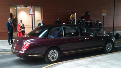 The Queen arrives in her car. Pic: Chris Dillon