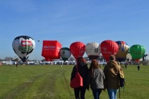 Hot air balloons at Marathon start line Copyright:Hannah Newton