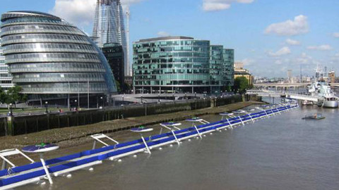The Thames Deckway would reduce cycling time from Battersea to Canary Wharf to 30 minutes. Pic: River Cycleway Consortium