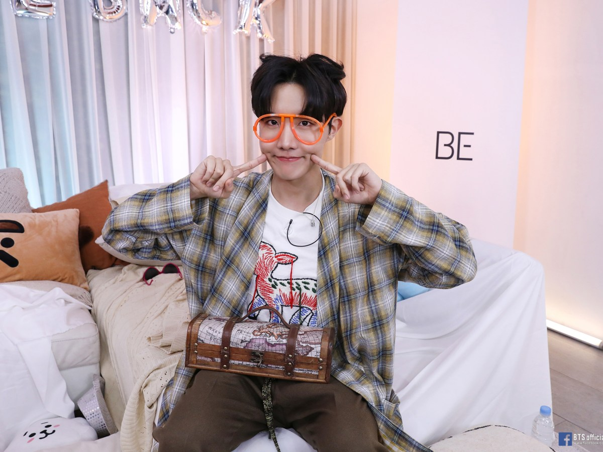 ARMYs' hope & energy J-Hope, who is even brighter than the sun!